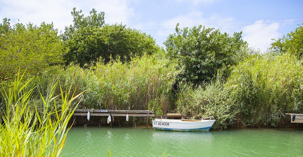 In der Nähe des Campingplatzes der « Libron » Küstenfluß am Mittelmeer