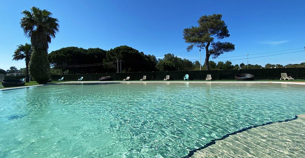 Zwembad op een camping met zwembad in Vias Plage