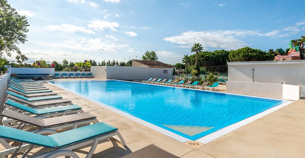 Groot lagunezwembad, vakantie in het zuiden van Frankrijk