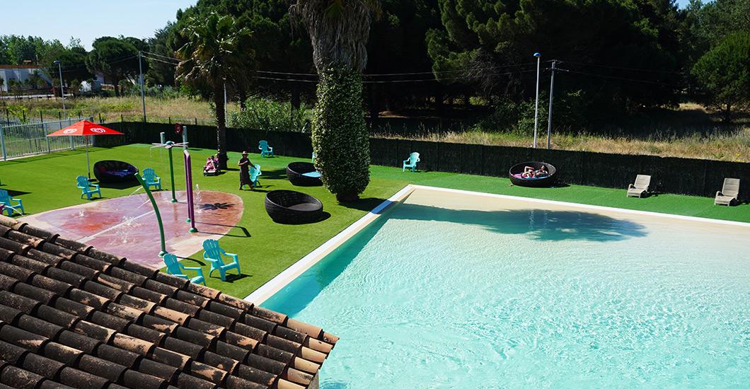 uitzicht op de hemel zwembad, glijbanen, peuterbad, jacuzzi, splashpad camping 4**** domaine sainte cécile