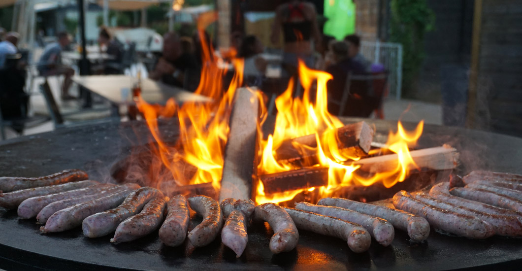 soirée à thème bar/restaurant le yummy, barbecue, grillade, brasero, vacances en camping