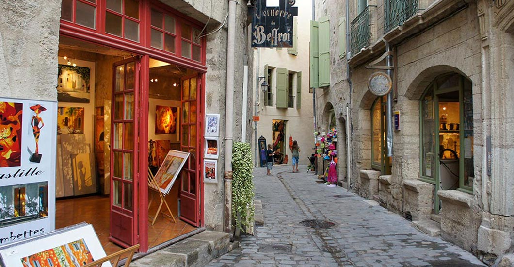 Historisch en middeleeuws centrum Pézenas, Occitanië, Stad van Molière, theater, brocante, schilder, verf