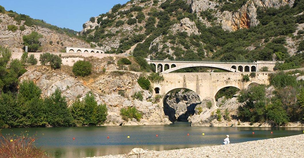 Gorges de l'Herault, Pont du Diable, cano kayak activiteit, zwemmen, achterland