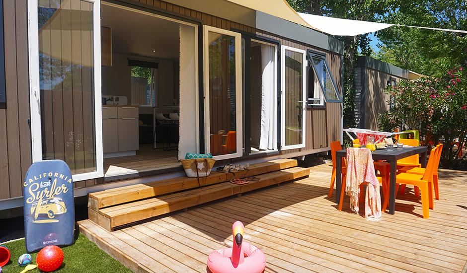 Location de vacances avec terrasse ombragée au domaine sainte cécile