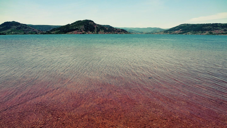 Vacances en camping à Vias Plage, visitez le lac du Salagou grand site de France