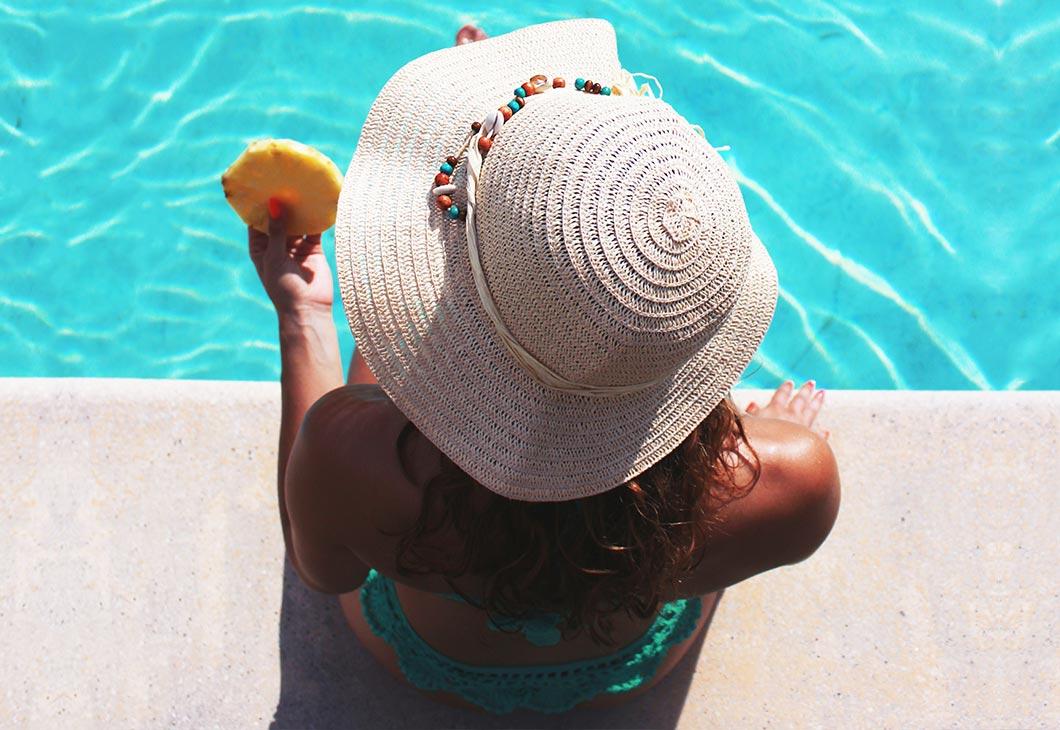 vacances en juin avec jours férié, détente ananas, piscine