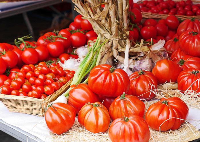 Markt Marseillan, Vias, regionale specialiteiten, tomaten, verse groenten