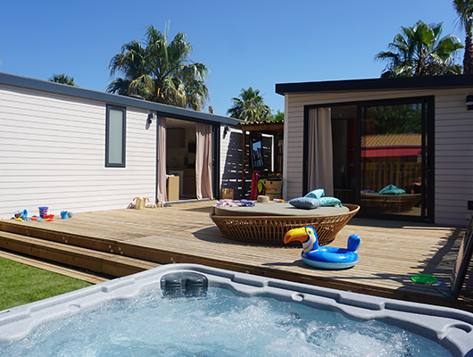 Luxury mobile home rental on a 4-star campsite in southern France.